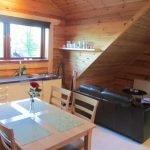 Köksbord och soffa